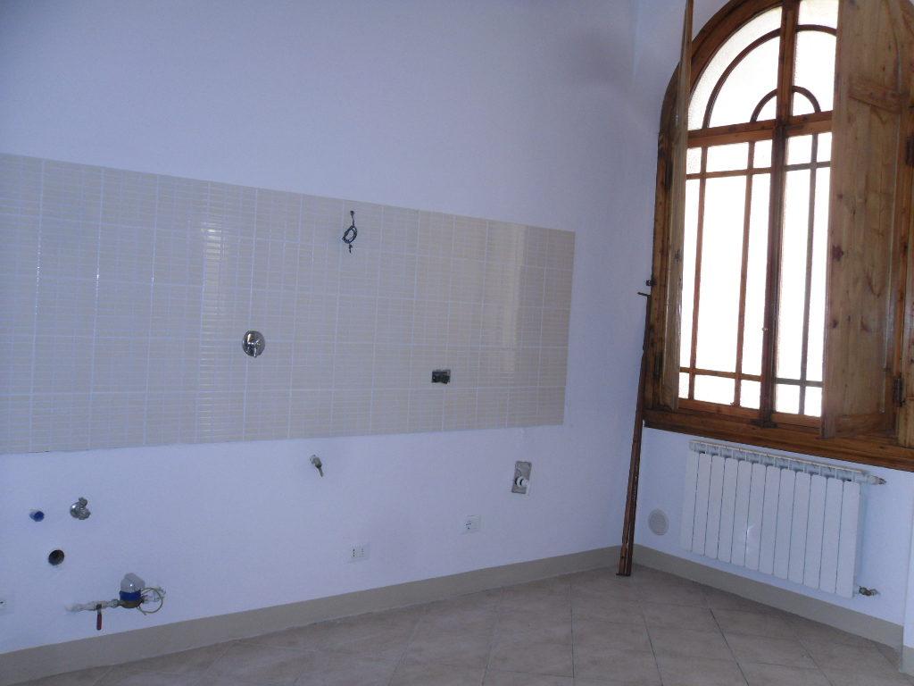 Bolognese in bella palazzina primi 900'