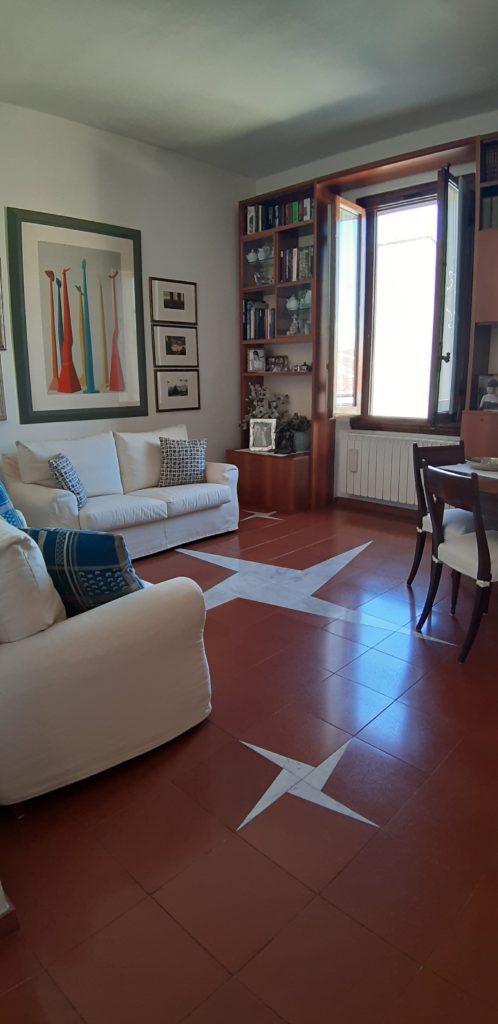 Cure parte alta in strada interna palazzina primi 900' ultimo piano bell'appartamento di 5,5 con terrazza mq 80
